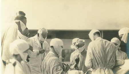 Cushing teaching in the operating room